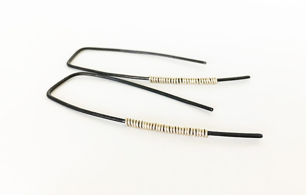 Black_Silver_Thin_Earrings1