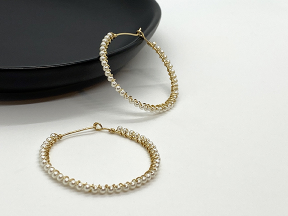 Web_MP_Gold Pearl Wrapped Hoops_Dish1