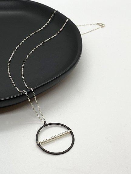 Web_MP_Ox Silver Circle Necklace_Dish1